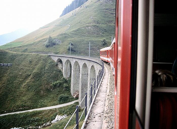 Kanton Graubünden Blick aus der Furka-Oberalp-Bahn: Surselva (Bündner Oberland) / Vorderrhein