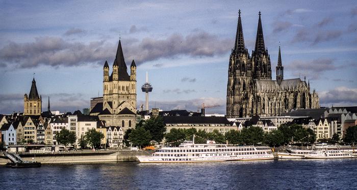 Rhein, Altstadt mit Kölner Rathaus und Groß St. Martin, Fernmeldeturm Colonius, Kölner Dom Köln 1988