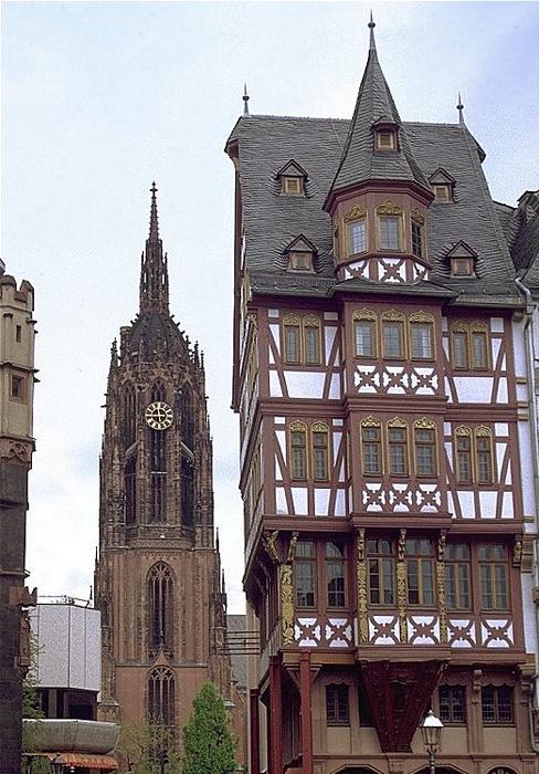 Frankfurt am Main Römerberg: Dom und Ostzeile Kaiserdom St. Bartholomäus