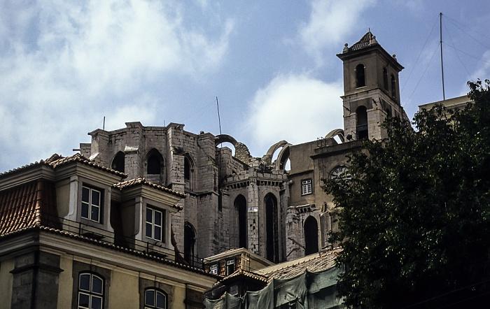 Baixa: Blick vom Praça Dom Petro IV (Rossio) zur Igreja do Carmo Lissabon 1992