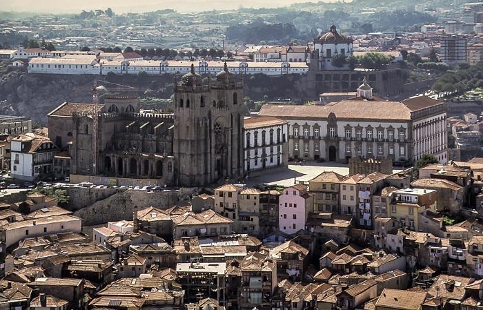 Blick vom Torre dos Clérigos: Centro Histórico mit der Sé Catedral do Porto und dem Bischofspalast Porto 1992