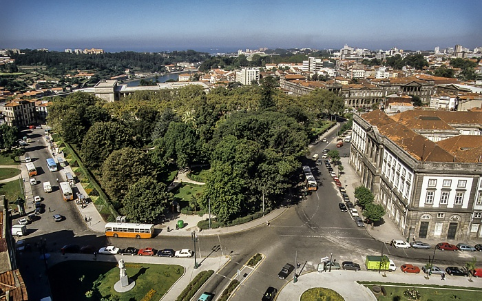 Blick vom Torre dos Clérigos: Altstadt mit dem Jardim de João Chagas (Jardim da Cordoaria) Porto 1992