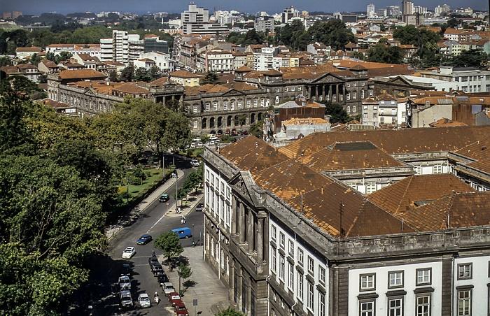 Blick vom Torre dos Clérigos: Altstadt mit dem Reitoria da Universidade do Porto Porto 1992