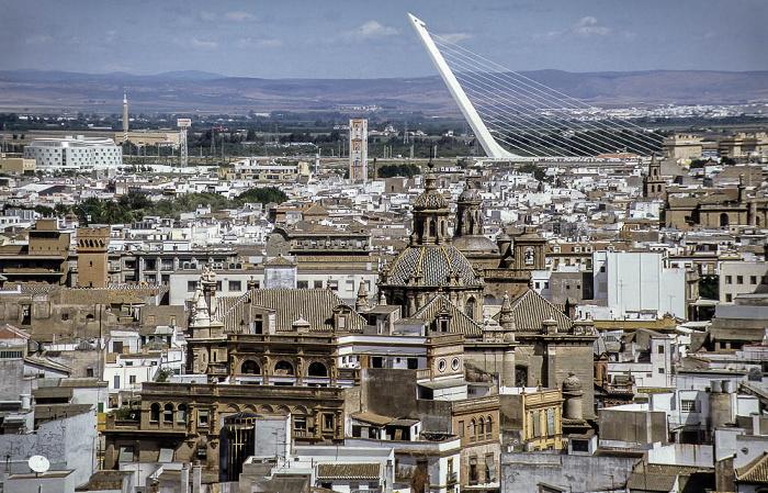 Sevilla Blick von der Giralda: EXPO '92 Alamillo-Brücke