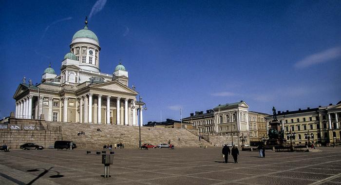 Dom von Helsinki (Helsingin tuomiokirkko / Suurkirkko), Senatsplatz (Senaatintori) Denkmal für Alexander II. Senatsgebäude