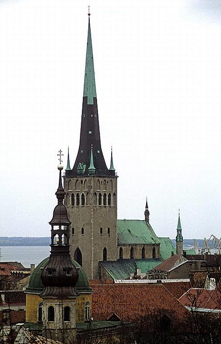 Altstadt: Blick vom Domberg - Olaikirche (Oleviste kirik) Tallinn 1993