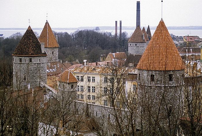Altstadt: Blick vom Domberg - Türme der Stadtmauer Tallinn 1993