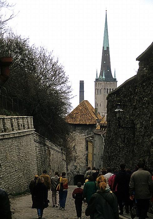 Altstadt: Langer Domberg (Pikk Jalg) zwischen Domberg und Unterstadt, Tor am Langen Domberg Tallinn 1993
