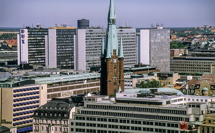 Blick vom Stadshuset (Rathaus): Norrmalm mit der Klarakirche (Klara kyrka) Stockholm 1993