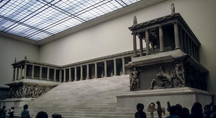 Pergamonmuseum: Pergamonaltar Berlin 1994