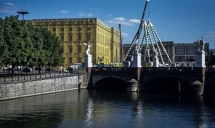 Mitte: Spreekanal, Schloßbrücke Berlin 1994