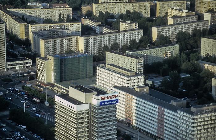Blick vom Fernsehturm: Wohnblocks nordöstlich des Alexanderplatzes Berlin 1994