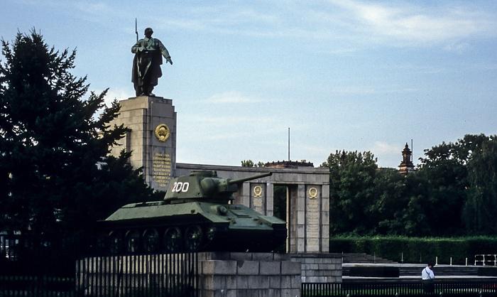 Tiergarten: Sowjetisches Ehrenmal im Tiergarten Berlin 1994