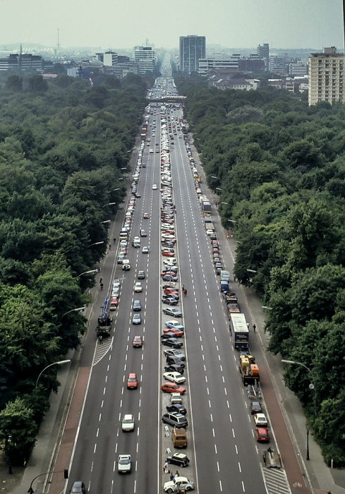 Blick von der Siegessäule: Großer Tiergarten, Straße des 17. Juni Berlin 1994