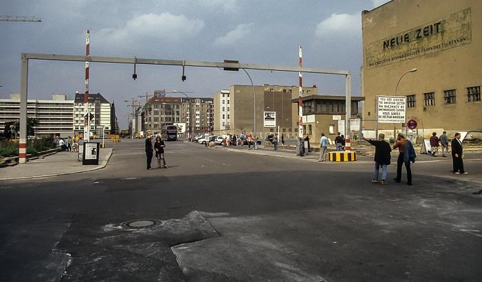 Friedrichstraße: Ehem. Checkpoint Charlie Berlin 1994