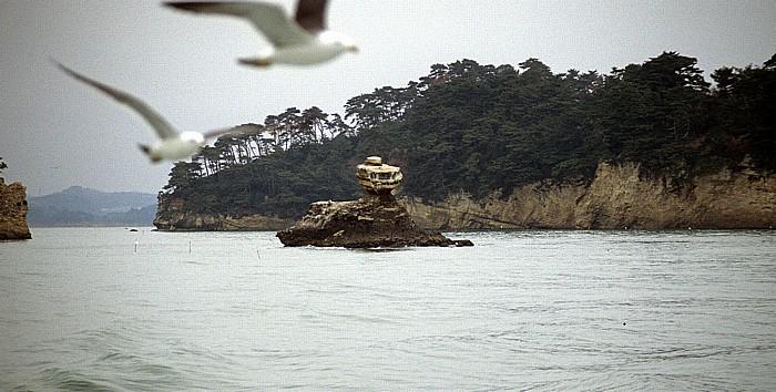 Kiefernbedeckte Insel Matsushima-Bucht