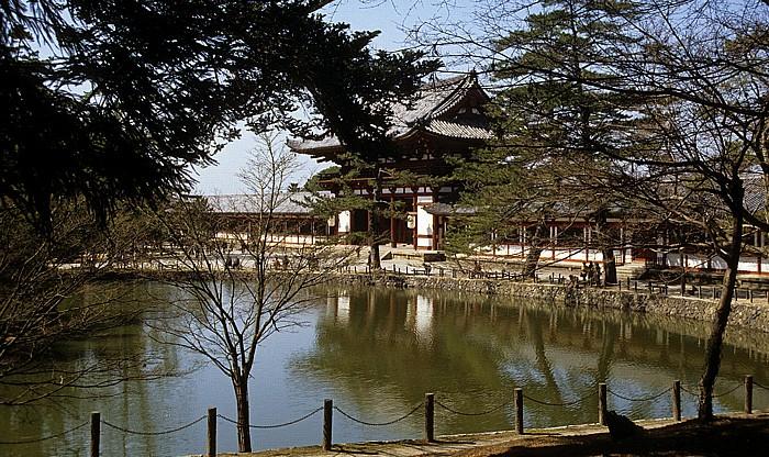 Todaiji-Tempel: Chu-mon-Tor, Kagami-ike-Teich Nara