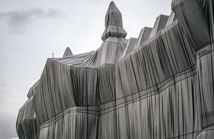 Verhülltes Reichstagsgebäude Berlin 1995
