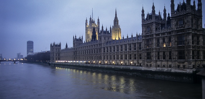 City of Westmisnter: Themse, Houses of Parliament London 1995