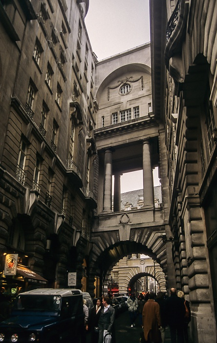 Mayfair: Piccadilly / Air Street London 1995