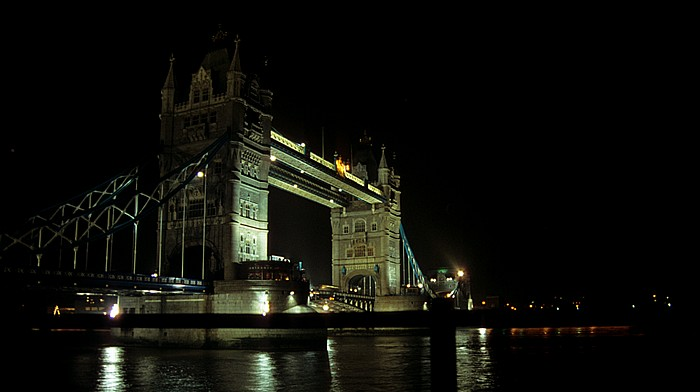 Tower Bridge, Themse London 1995