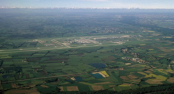Bayern - Landkreis Freising Flughafen Franz Josef Strauß Luftbild aerial photo