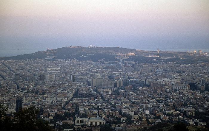 Blick vom Tibidabo: Stadtzentrum, Montjuïc Barcelona