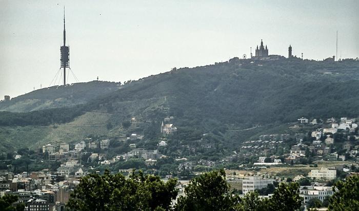 Blick vom Parc Güell: Tibidabo mit dem Torre de Collserola und dem Temple Expiatori del Sagrat Cor Barcelona 1996
