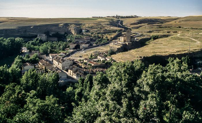 Blick vom Alcázar de Segovia: Tal des Río Eresma Segovia 1996