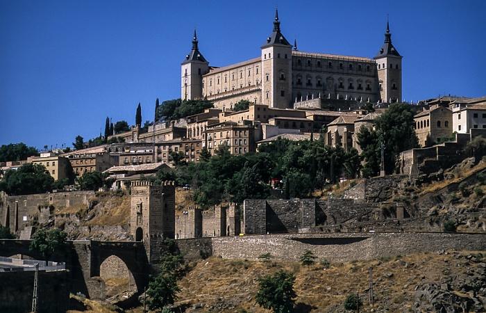 Puente de Alcántara, Puerta de Alcántara, Puerta de Doce Cantos, Centro Histórico mit dem Alcázar de Toledo Toledo 1996