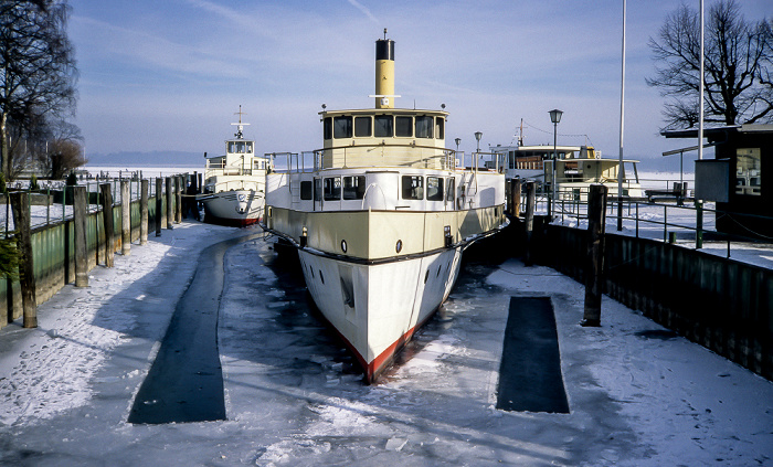 Prien am Chiemsee Prien-Stock: Hafen Chiemseeschifffahrt und zugefrorener Chiemsee