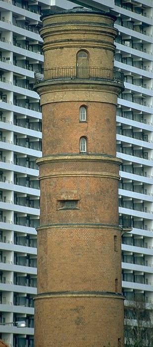 Lübeck Travemünde: Leuchtturm vor Hotel Maritim