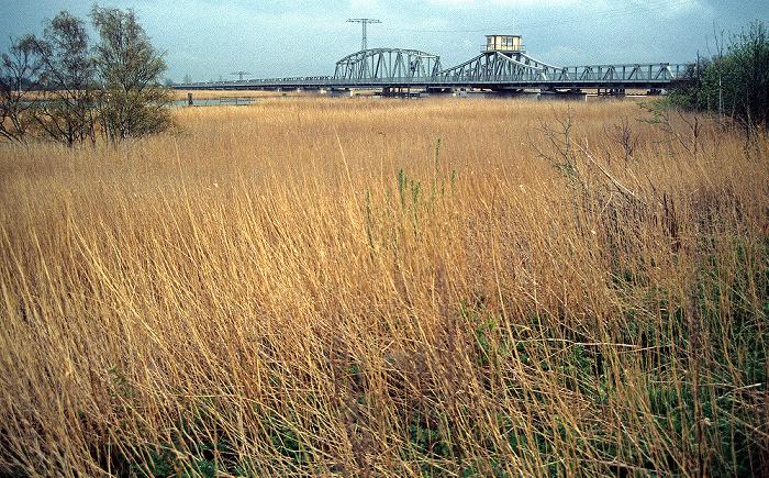 Bodstedter Bodden Im Hintergrund Drehbrücke zwischen Bodstedter und Barther Bodden