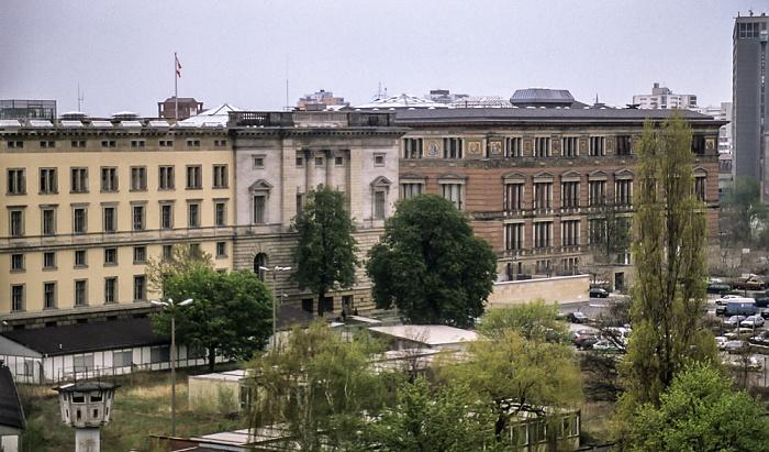 Blick von der Info-Box Potsdamer Platz: Abgeordnetenhaus von Berlin (Preußischer Landtag) und Martin-Gropius-Bau Berlin 1997