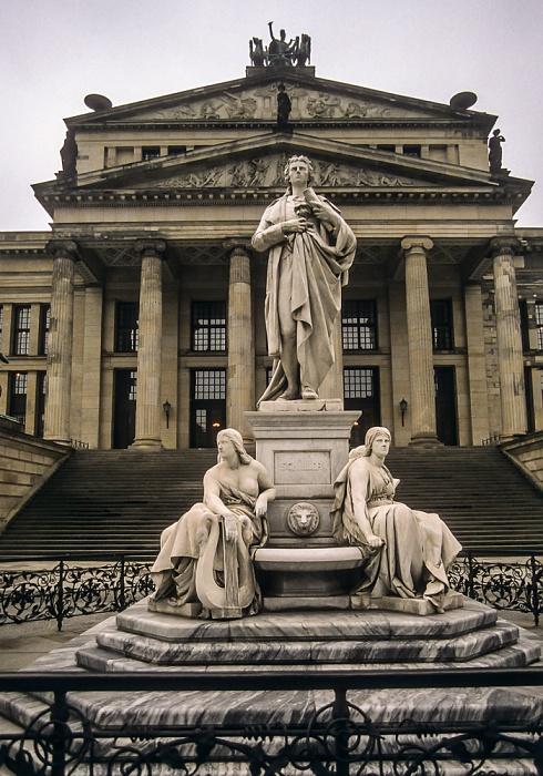 Mitte: Gendarmenmarkt - Friedrich-Schiller-Denkmal, Konzerthaus Berlin 1997