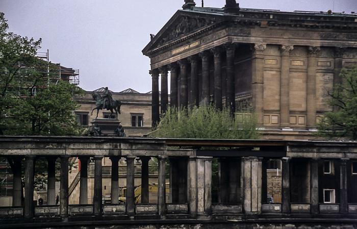 Mitte: Museumsinsel - Kolonnadenhof und Alte Nationalgalerie Berlin 1997