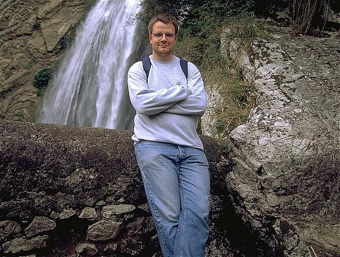 Tivoli Villa Gregoriana: Jürgen vor Wasserfall