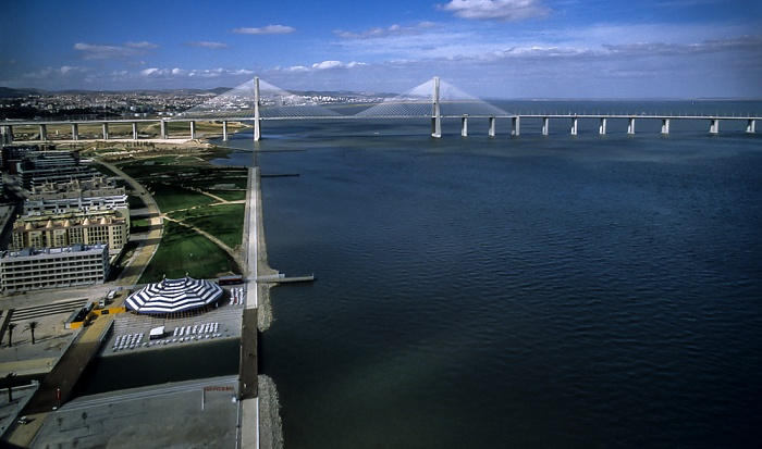 Blick vom Torre Vasco da Gama: Ponte Vasco da Gama über den Tejo Lissabon 1998