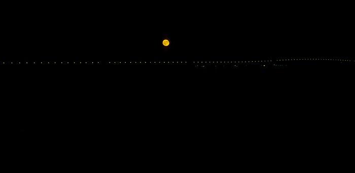 Mond über der Ponte Vasco da Gama und dem Tejo Lissabon 1998