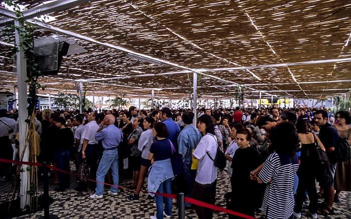 Lissabon EXPO '98: Pavilhâo dos Oceanos - Besucherschlangen