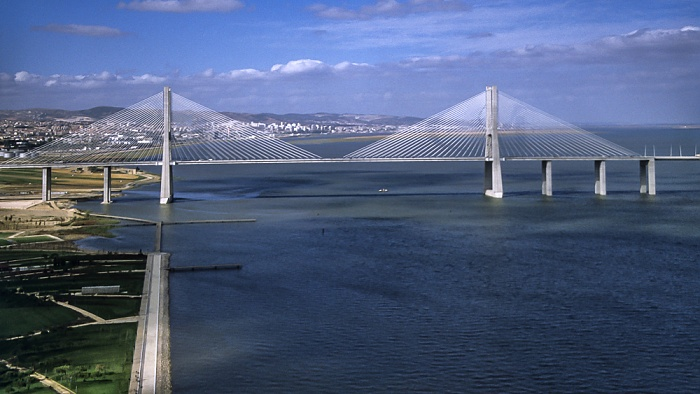 Lissabon Blick vom Torre Vasco da Gama: Ponte Vasco da Gama über den Tejo EXPO '98