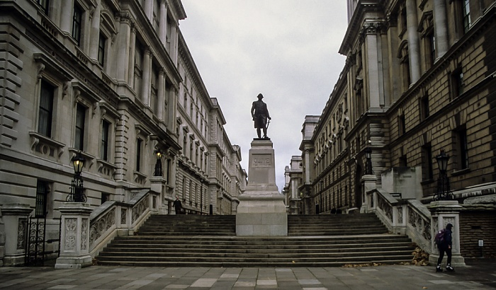 City of Westminster (Whitehall): King Charles Street - Robert-Clive-Denkmal London 1998