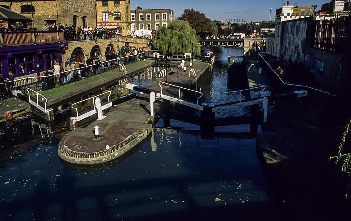 Camden Town: Camden Lock, Regent's Canal London 1998