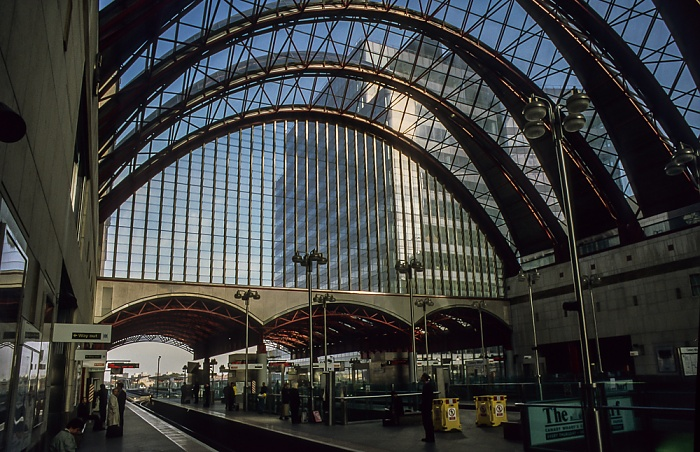 Docklands: Canary Wharf DLR Station London 1998