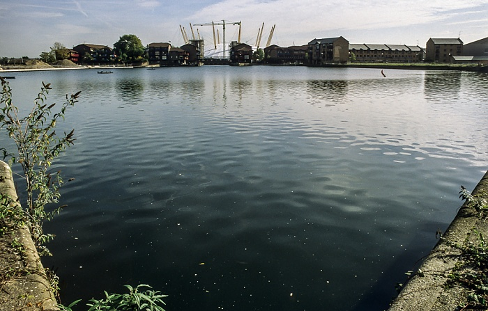 Docklands: Blackwall Basin London 1998