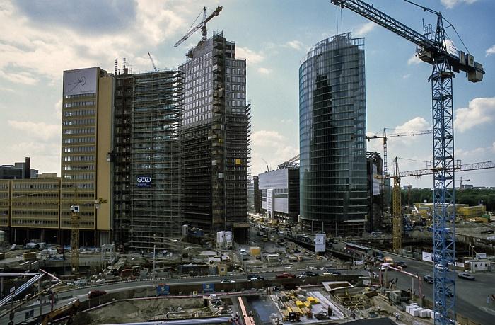 Blick von der Info-Box Potsdamer Platz: Potsdamer Platz / DaimlerChrysler-Areal / Sony Center (Baustellen) Berlin 1999