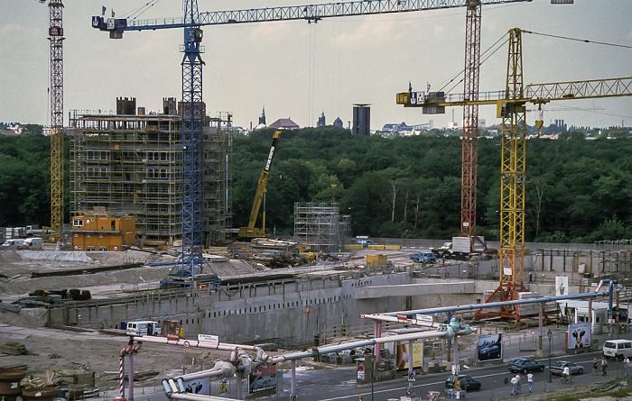 Blick von der Info-Box Potsdamer Platz: Potsdamer Platz / Ebertstraße (Baustellen) Berlin 1999