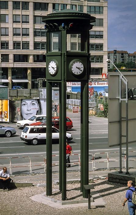 Potsdamer Platz: Nachbau des Verkehrsturms (historische Ampel) Berlin 1999