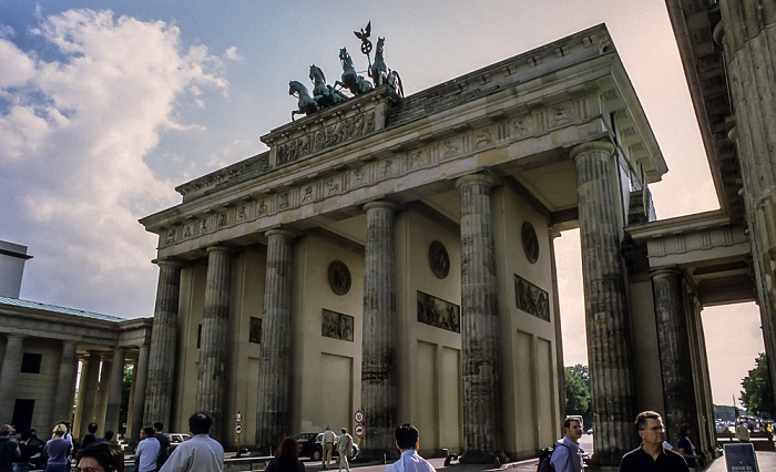 Mitte: Brandenburger Tor Berlin 1999