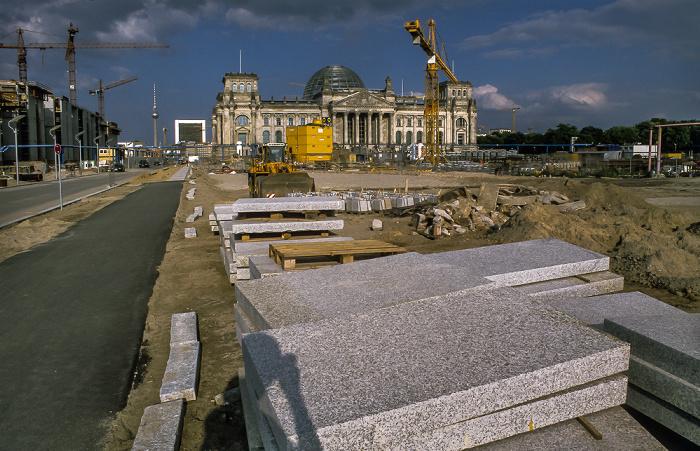 Tiergarten (Regierungsviertel): Reichstagsgebäude, Platz der Republik (Baustelle) Berlin 1999